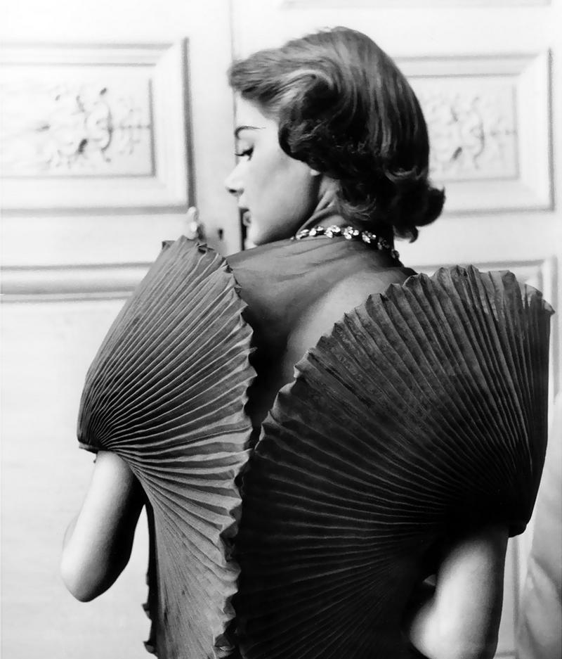 elsa-schiaparelli-iconic-dresses
