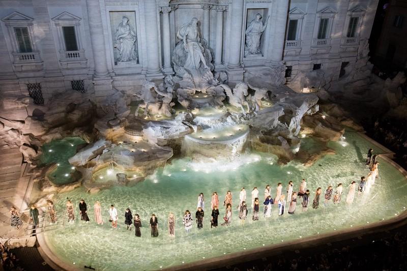 fendi 90 years anniversary show in Rome Fontana di Trevi-
