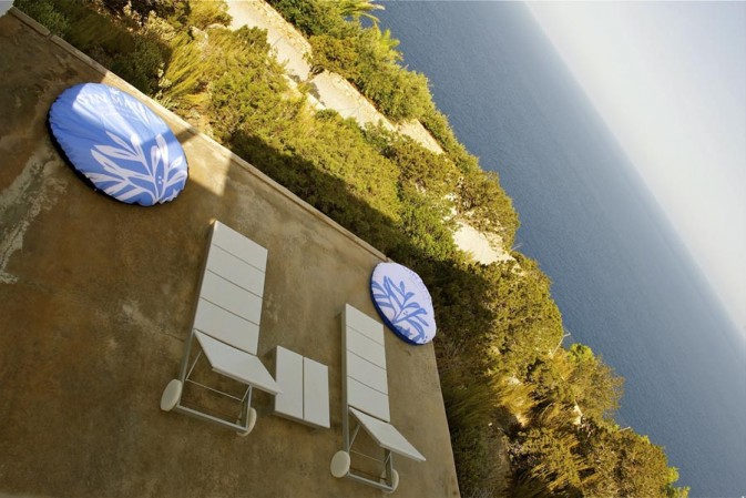 """Disconnect to connect with life. """"First"""" luxury digital detox the Mediterranean way"""