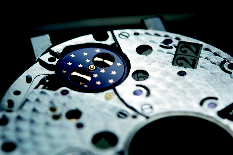 heavenly-hours-with-glashutte--moon-phase-close-up