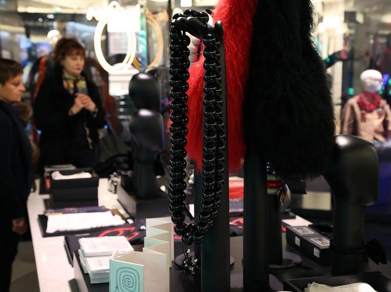 iris in paris le bon marche 2016  exhibition - Sautoir en céramique en collaboration avec Marion Vidal.