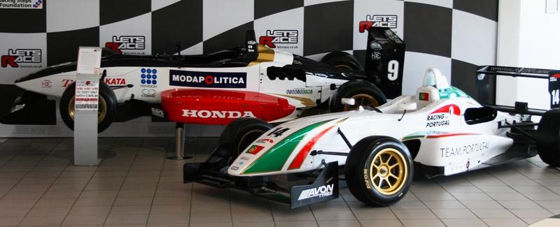 lets race F1 simulators-