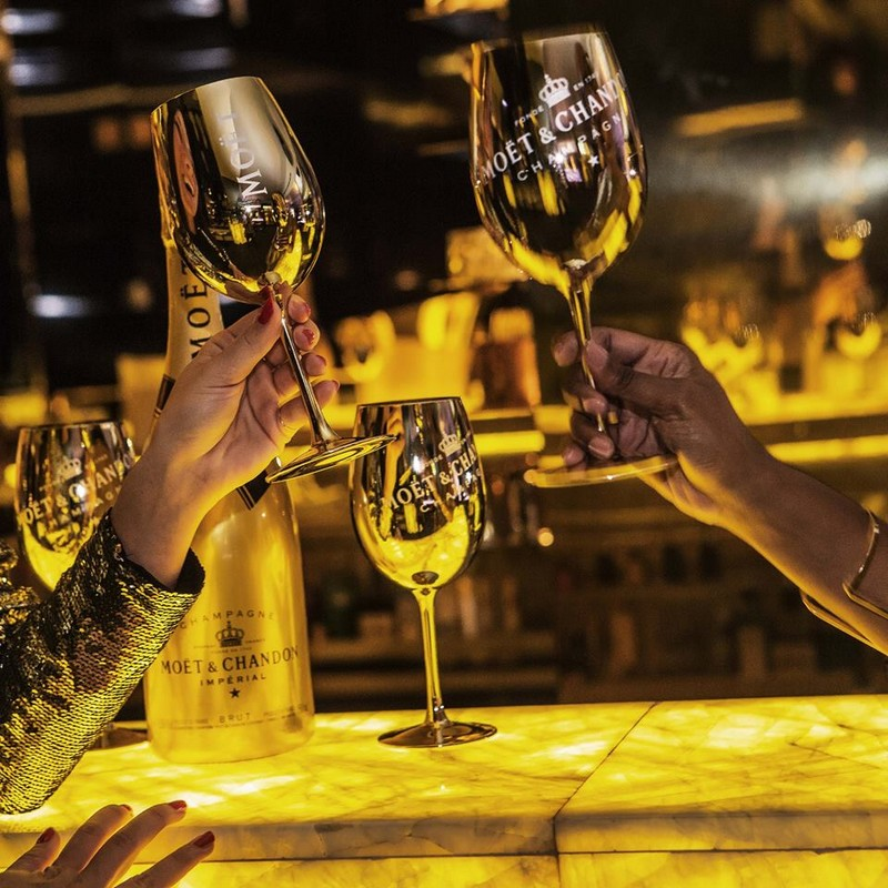 moet and chandon - Let the Gold flow