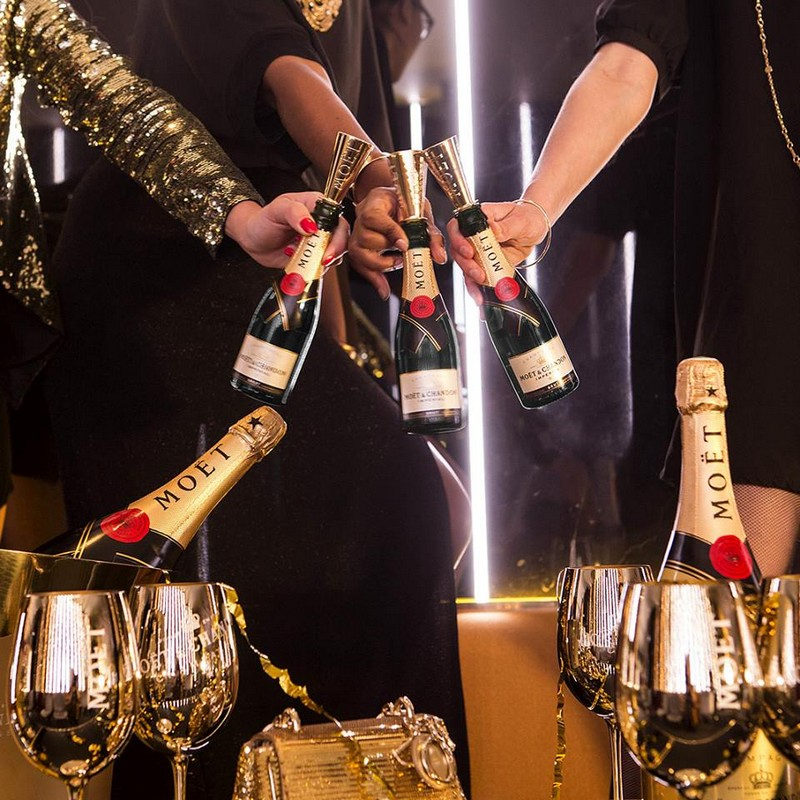 moet and chandon gold glasses