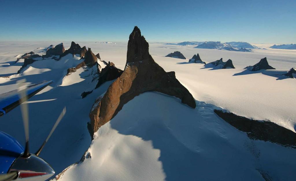 orvin-fjella-whichaway-camp-in-antarctica