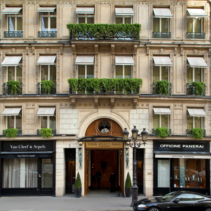 parkhytt-paris-aoutside-rue-de-la-paix
