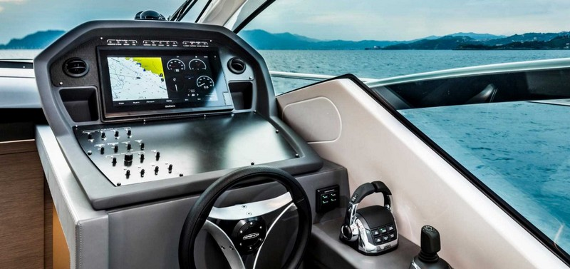 pershing-5x_boat-cockpit