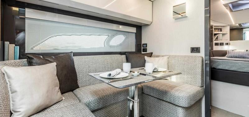 pershing-5x_boat-interior