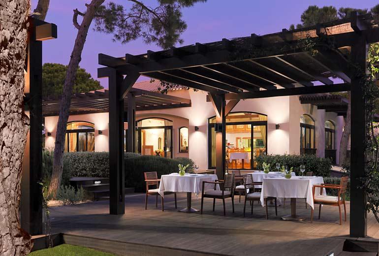 pine cliffs ocean suites - a luxury collection resort algarve - 2luxury2com-Piri Piri Restaurant
