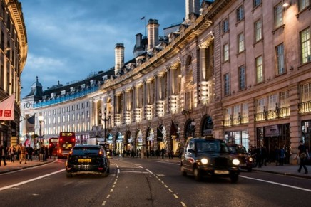 London prime shop rents leap 9% in last quarter of 2015