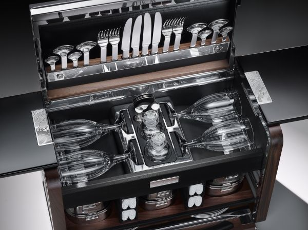 rolls-royce-The Picnic Hamper for the Phantom Zenith Collection-