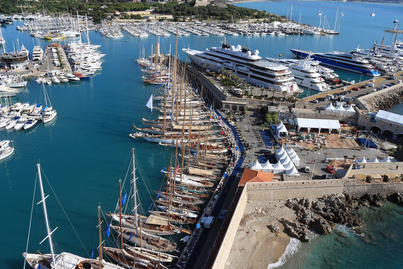 sailng in antibes