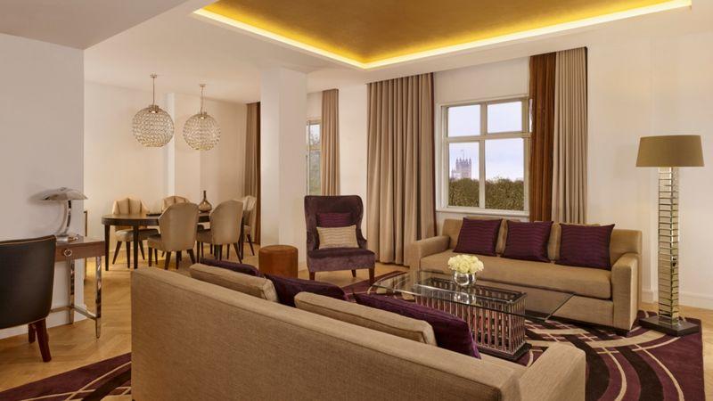 sheraton park lane london-Park View Suite Dining & Living Area