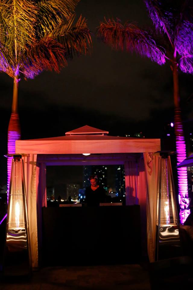 the deck at islands gardens by night