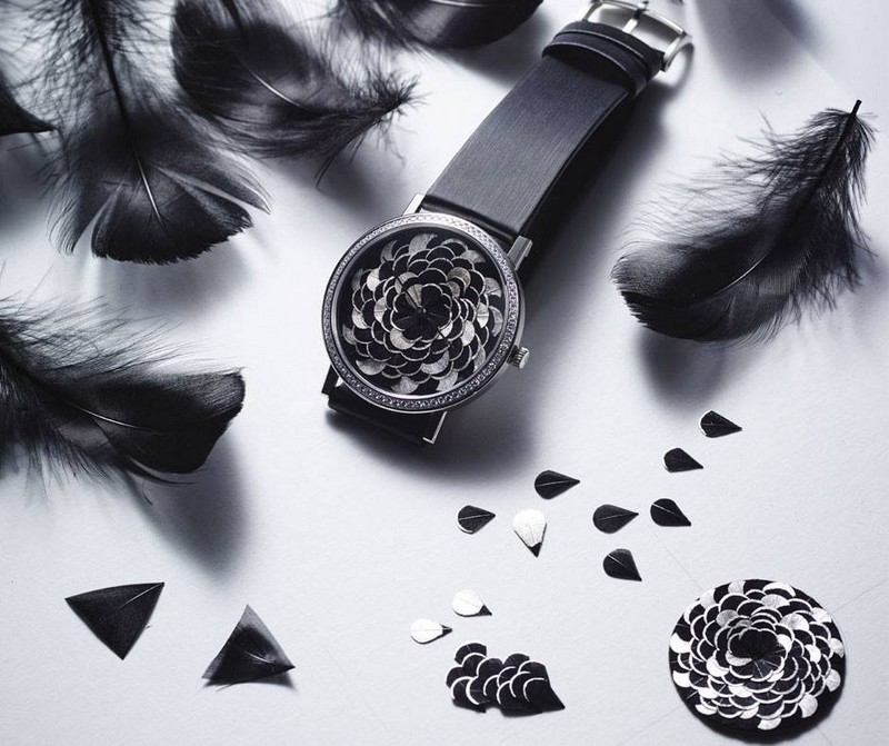 the delicate craft of feather art enriches the pure lines and natural grace of the Piaget Altiplano