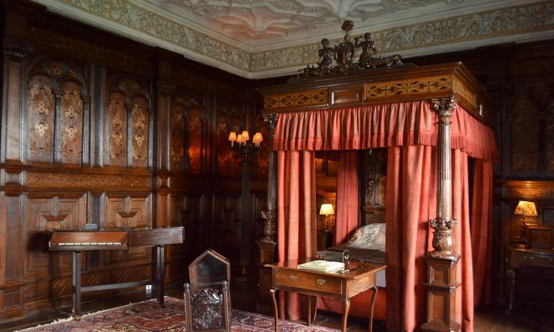 tudor-bedroom