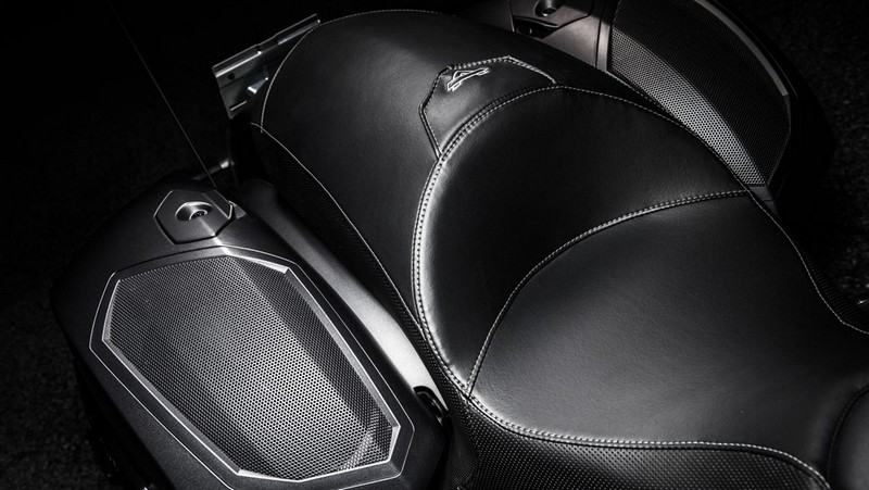 victory motorcycles - Magnum X-1 Stealth Edition - details