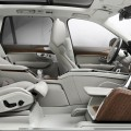 volvo-lounge-console-the-table-with-media-screen-for-a-full-in-car-theter-experience-2015
