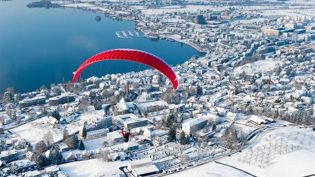 Flug ueber Stadt Zug