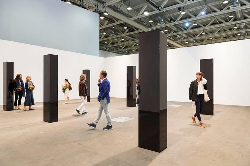 'Six Columns' by John McCracken ar AtArt Basel 2016