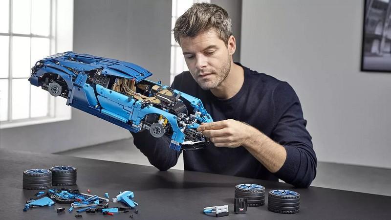 1-8 scale 2018 Lego Technic Bugatti Chiron car