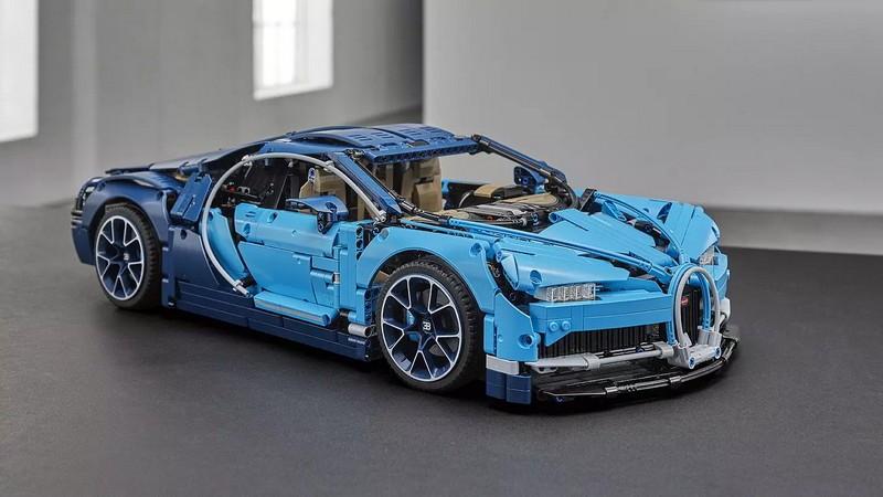 1-8 scale 2018 Lego Technic Bugatti Chiron - closeup