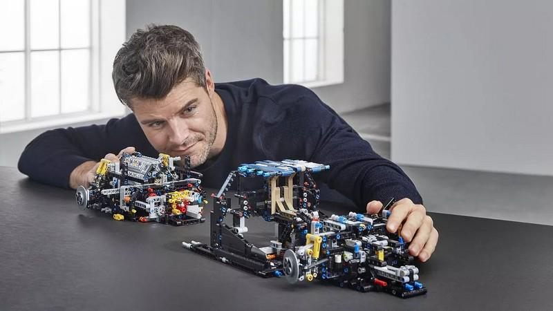 1-8 scale 2018 Lego Technic Bugatti Chiron-details construction