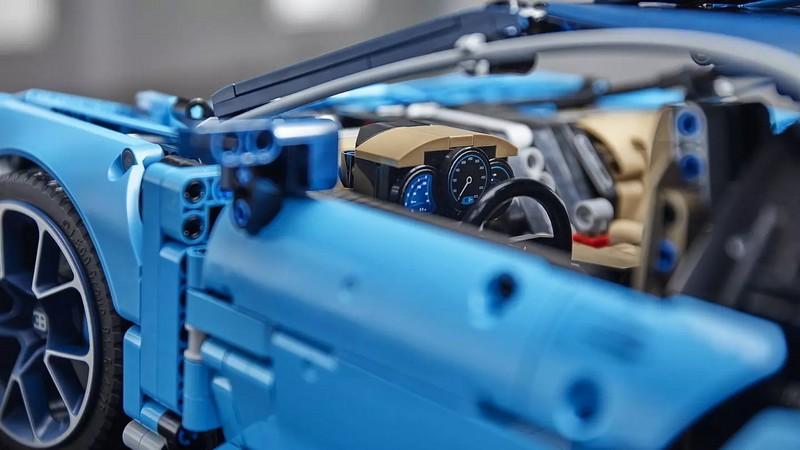 1-8 scale 2018 Lego Technic Bugatti Chiron-details