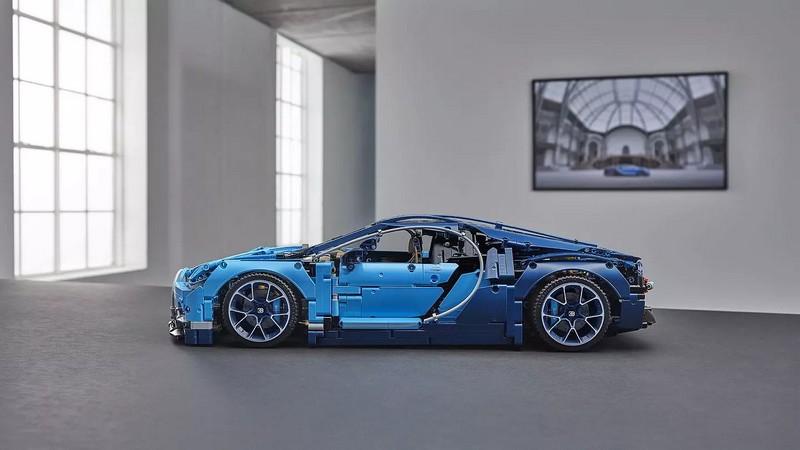 1-8 scale 2018 Lego Technic Bugatti Chiron - lateral