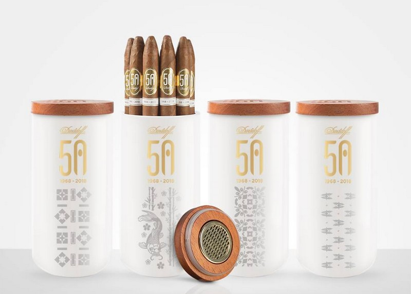 10 perfectly handcrafted 50th Anniversary Diademas Finas cigars