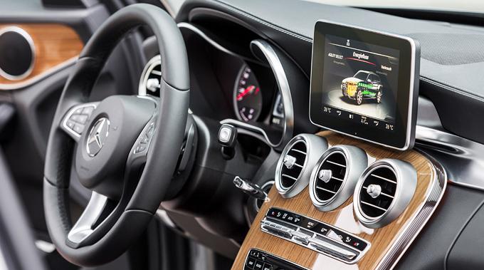 12-Mercedes-Benz-C-350-e-Comfortable Pre-Entry Climate Control