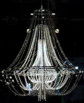 Hulchi Belluni A Diva On A World Tour Diamond Chandelier