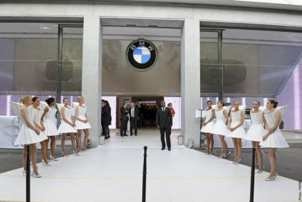 BMW' Paris flagship store to target tourists as well as car buyers