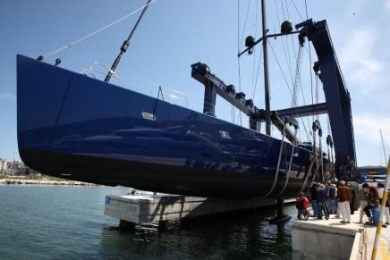 World's largest sloop in carbon fiber