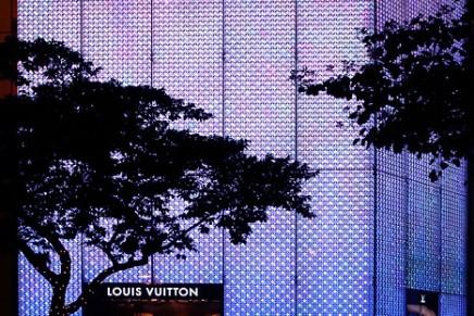 Chinese buying more luxury goods in mainland China