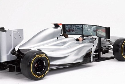 F1 Driving Simulator: a replica of a real F1 car – but cannot move