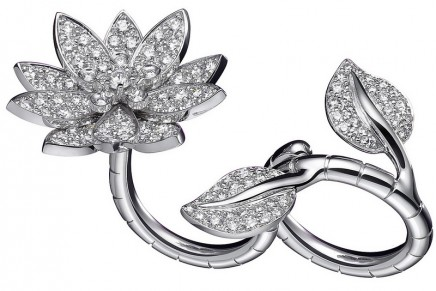 "Van Cleef & Arpels Lotus ""Between the Finger"" ring: 3D ingenious mechanism"