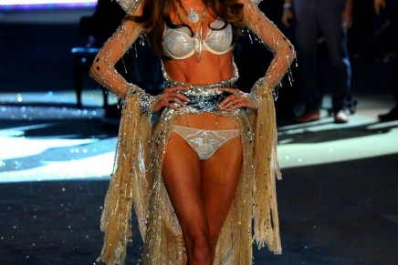 One million crystals for 2012 Victoria's Secret Fashion Show