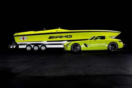 From the gullwing to the powerboat: world's fastest electric boat
