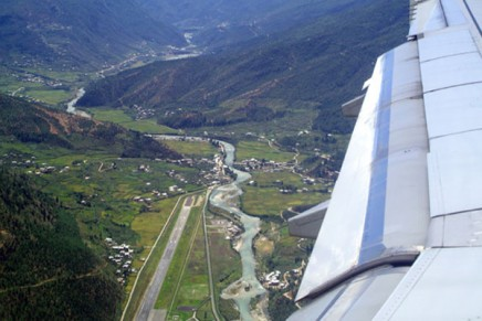 World's most scenic airplane landings