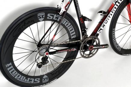 """900 grams for Stradalli's new """"R7"""" full carbon road bike frame"""