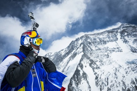 Human flight from Mt. Everest  – the world record for the highest B.A.S.E. jump