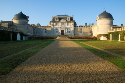 Google Street View videographers to take wine drinkers into Bordeaux chateaux
