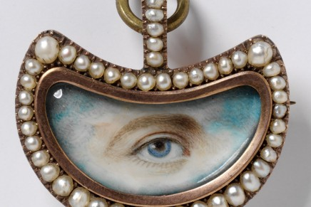 Show stopping pearl jewellery celebrated at the V&A Museum