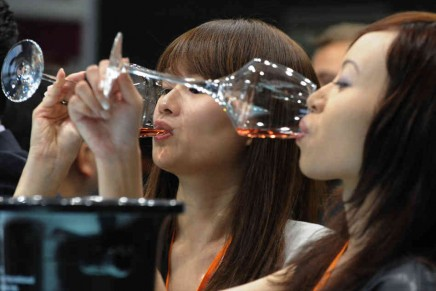 China becomes biggest market for red wine, with 1.8bn bottles sold in 2013