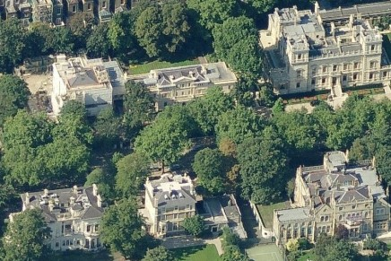 Stop rich overseas investors from buying up UK homes, report urges