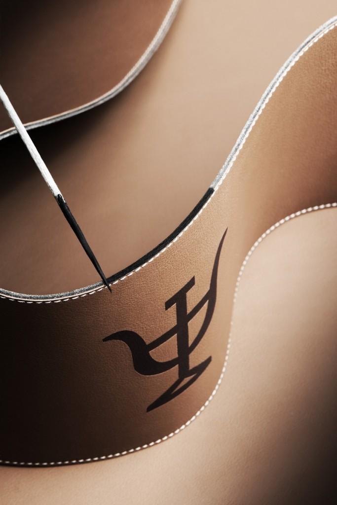 2017 Bodega Numanthia Barrel by Loewe-Painting the edge of Loewe leather, revealing the Termanthia symbol