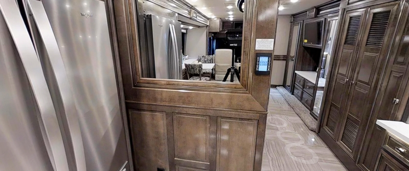 2019 Discovery LXE from Fleetwood RV-interiors