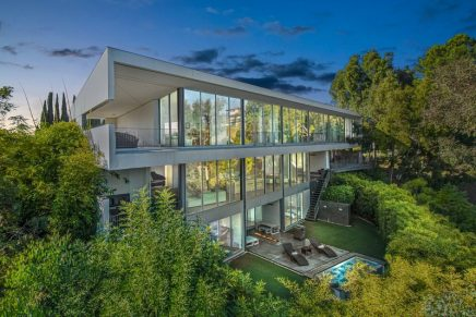 10 Features that make a US$ 10 million-plus home. How does one sell a US$ 10 million home?