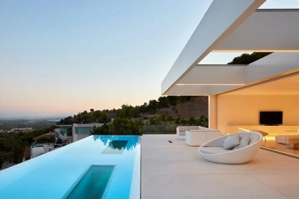 What's in store for luxury real estate in 2021: Top wealth trends. Report.